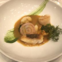 鮮魚のポワレにソース