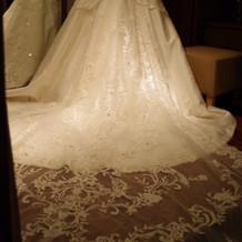 トレーンが長い、人気のドレス