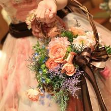 カクテルは花かごを持って可愛く。