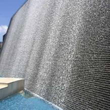 チャペルの屋根の滝 水上ステージ