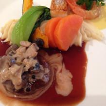 メインの魚料理と肉料理