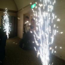披露宴会場内での花火