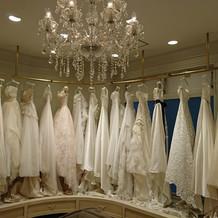お洒落なウェディングドレスがたくさん!