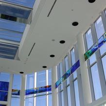チャペルの天井はとても高く開放的