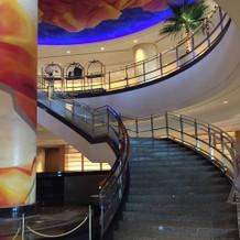 大階段の角度素敵です