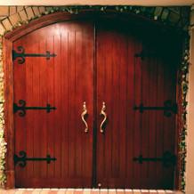 チャペルの入り口のドアも可愛い