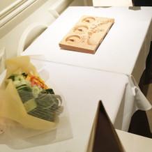 花束と両親への記念品