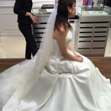 白ドレスの