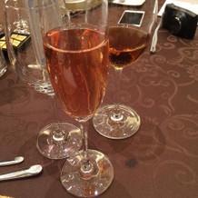 ビンクのシャンパン
