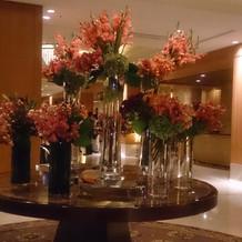 ホテルの入口のお花です。