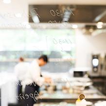 ガラス張りのオープンキッチン!