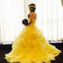 美女と野獣に合わせたイエローのドレス