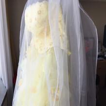 当日着るドレスが泊まる部屋に掛けてある