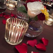 赤バラをメインにシックな雰囲気で。