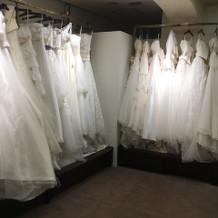 ブランドのドレスもたくさんありました