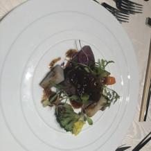 メイン料理の牛フィレ肉