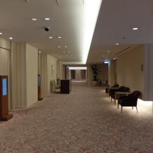 5階親族控室前廊下
