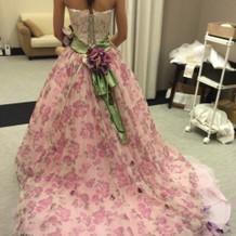 佐々木望さんプロデュースのドレス。