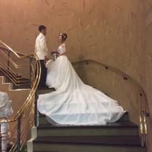 披露宴の後に階段で
