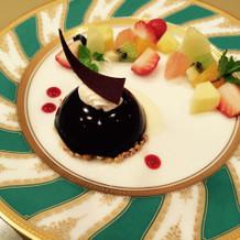 披露宴のデザート。チョコレートケーキ。