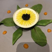 お花のモチーフの前菜