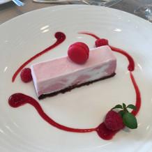 イチゴミルクのアイスケーキ