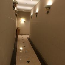 チャペルに続く廊下