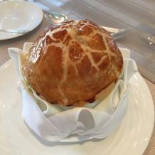 パイ包みのトマトスープ
