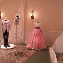 披露宴会場にドレスも展示してありました。