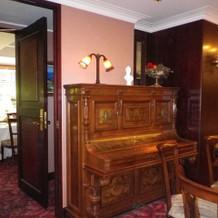 アンティークのピアノ