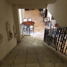 チャペル入り口階段