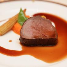 牛フィレ肉のロースト ボルト酒のソース