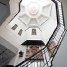 ホテル自慢のらせん階段