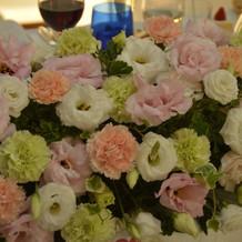 メインテーブルのお花です。