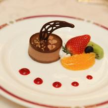 チョコレートムース フルーツ添え