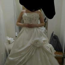 +3万円衣装。妊娠7ヵ月でも着られます。