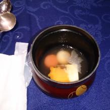 鶴と亀の形の野菜が入ってます