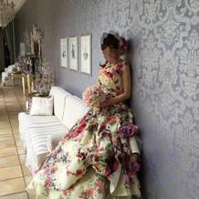着用した花柄のカラードレスです。