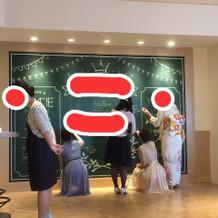 ゲストが黒板にメッセージを書けます