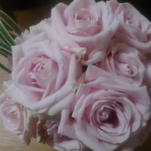 装花は頼んだら花束にしてくれた。
