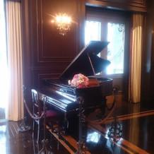 下見したときの披露宴会場ピアノ