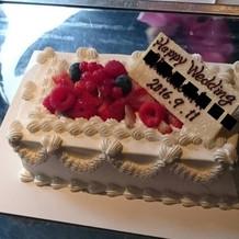 ミニウェディングケーキは人数分です