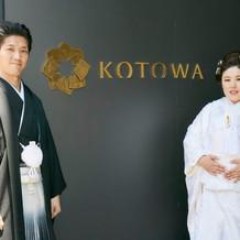KOTOWAさんの入り口玄関で