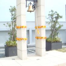 チャペル外の鐘