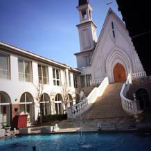 教会と外階段