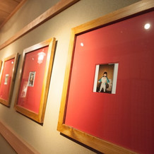 廊下に写真を飾れます