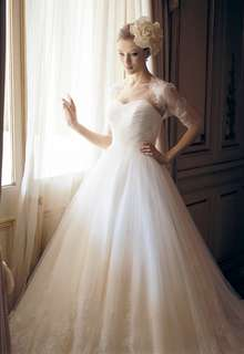 13枚のチュールを重ねた、上質なドレス B10-201433