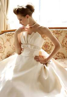 ミカドサテンならではの優美さを持つウェディングドレス