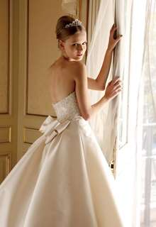 無駄をそぎ落とした究極の王道ドレス