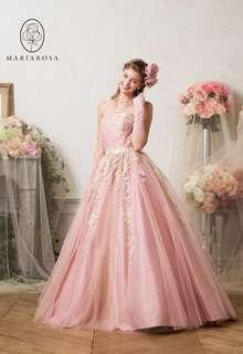 ラメ生地と3色のチュールが輝きを添える繊細ドレス